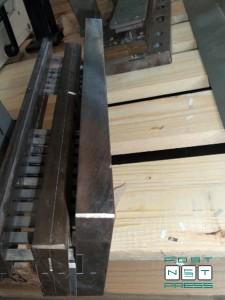 тула для пробивки отверстий в тетрадных блоках и блокнотах (2:1, 8x3 мм)