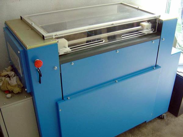 полуавтоматическая машина для загибки клапанов и каландрирования Roby SMM 74